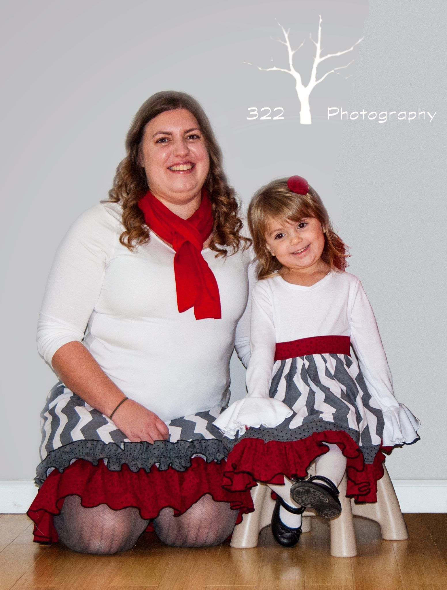 diy mommy and me christmas dresses jenny kyle made herself and her daughter lovely christmas outfits using create kids coutures womens izzy pattern ckcs