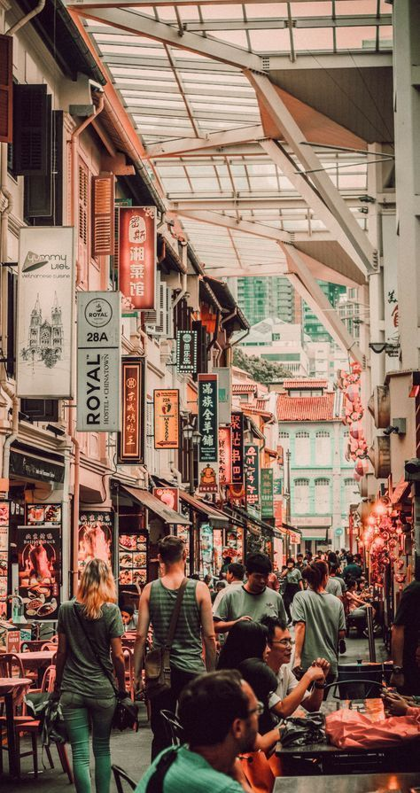 Visit Chinatown in Singapore. 10 Places you have to visit in Singapore! These top Singapore attractions attract tourist from all over the world! See more on avenlylanetravel.com   Travel photography & all the top places to see in the world #Singapore #travel #asia #vacation #avenlylanetravel #PlacestoSee