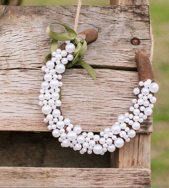 Horseshoes with pearls wrapped around