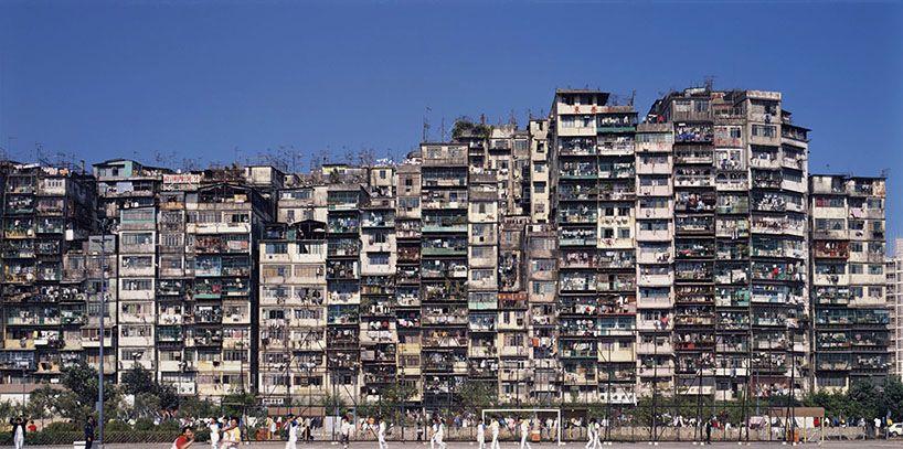 la ciudad amurallada de la oscuridad revisitado en hong kong por Greg Girard + ian Lambot