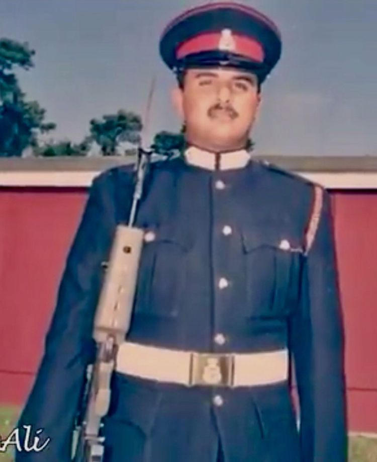 Qatar S Amir Tamim In 1998 In Military Academy Sandhurst Uk Military Academy Military Fashion