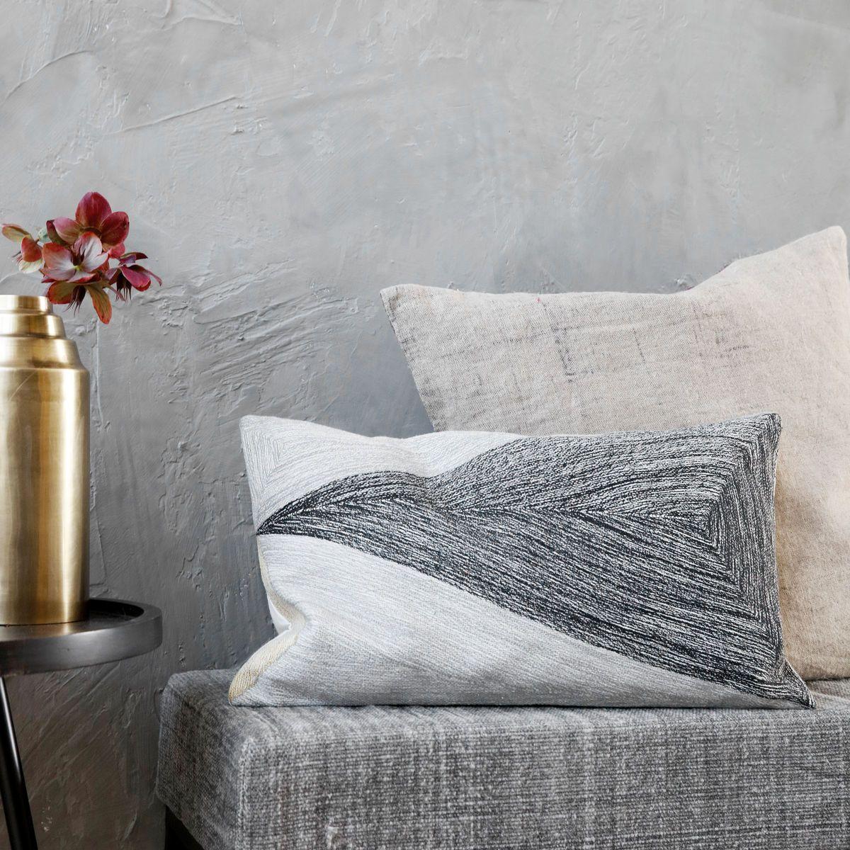 modern im schwarz wei stil der kopfkissenbezug von house doctor einrichten pinterest. Black Bedroom Furniture Sets. Home Design Ideas
