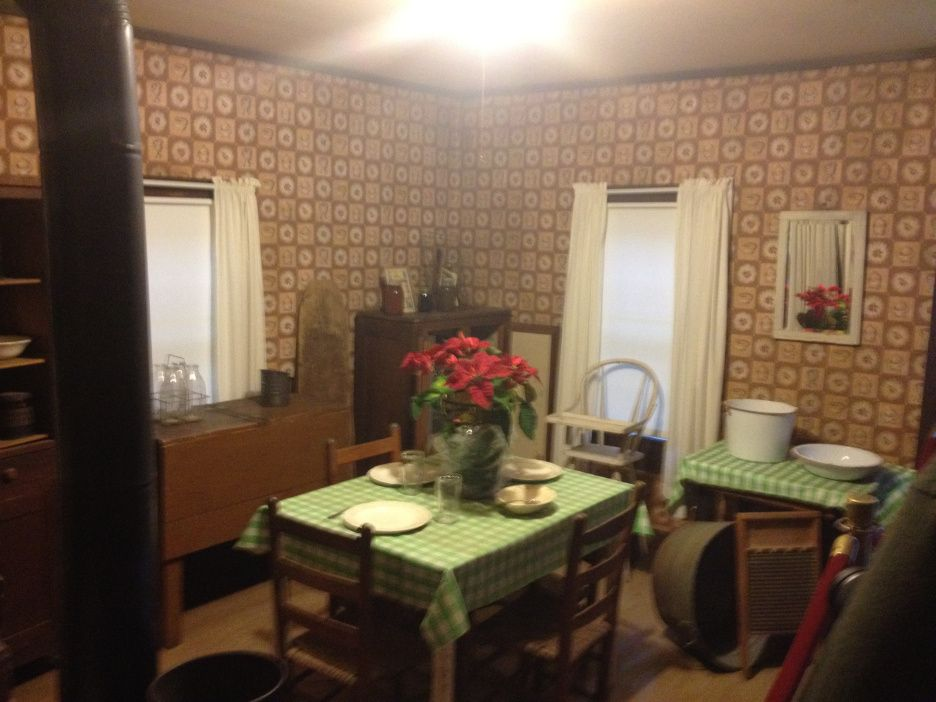 Lovely Elvis Presley || Tupelo Birthplace   Kitchen And Dining Room
