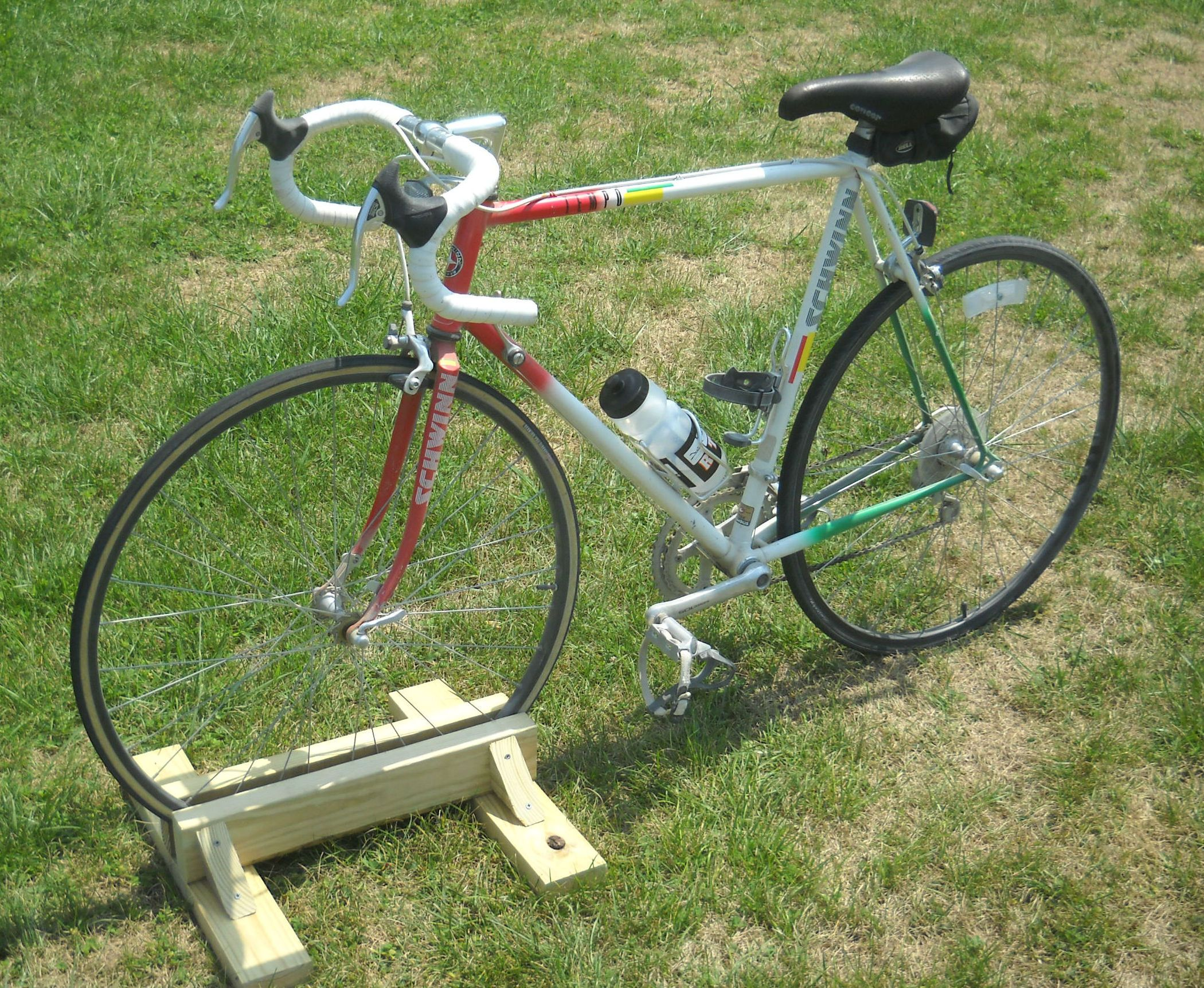 diy bike stand   fahrräder, fahrradständer und stadion
