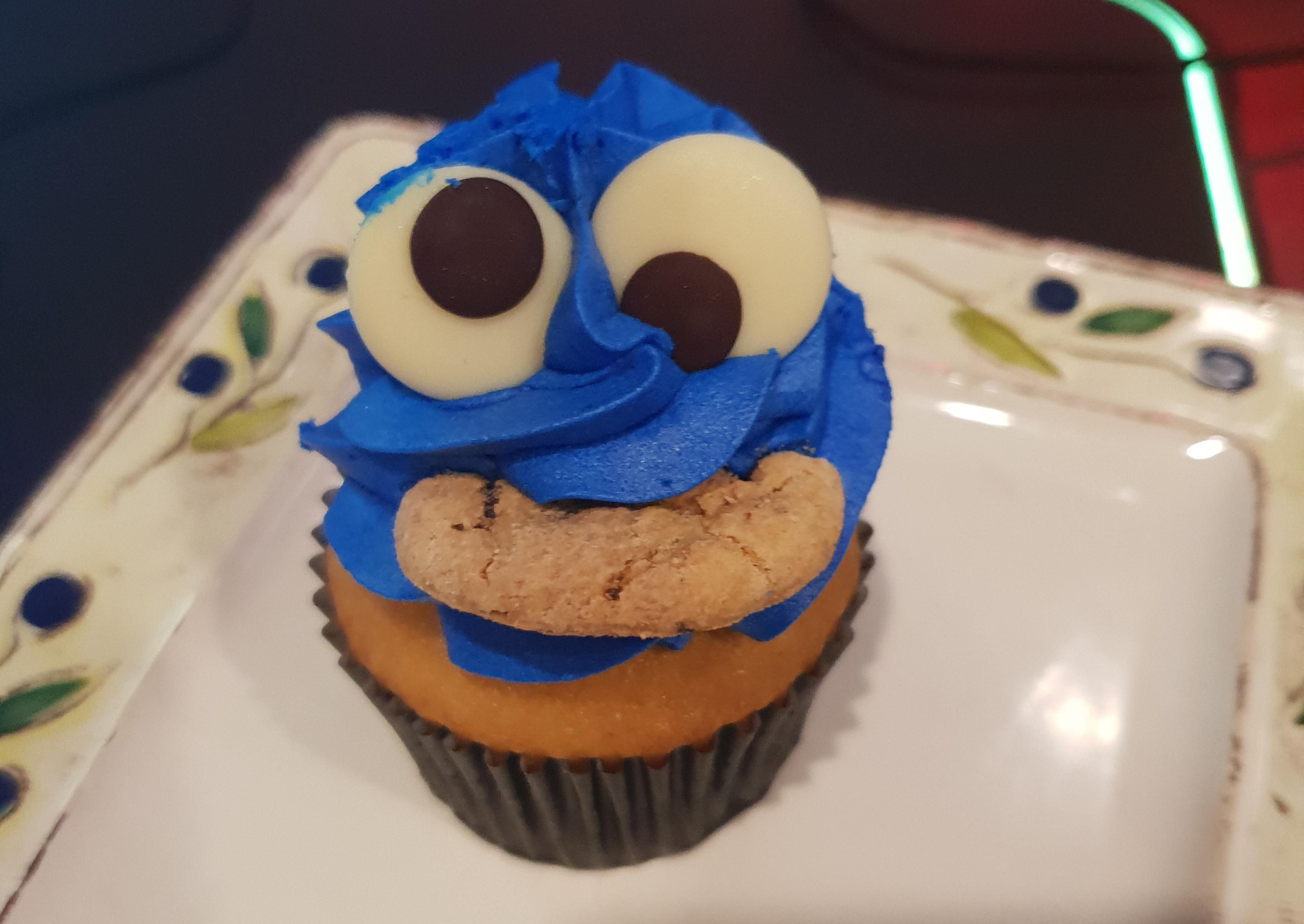 [I Ate] Cookie Monster Cupcake