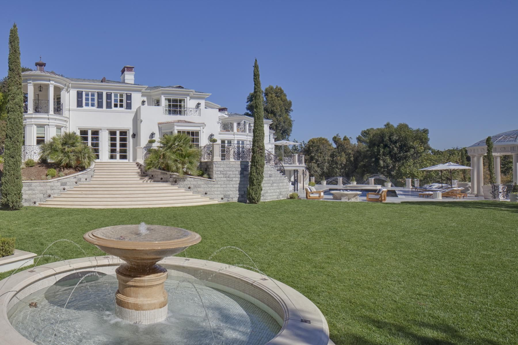 Kenny Rogers Home Sells For 50 To Secret Buyer Celebrity House Pictures Mansão Inspiração Jardim