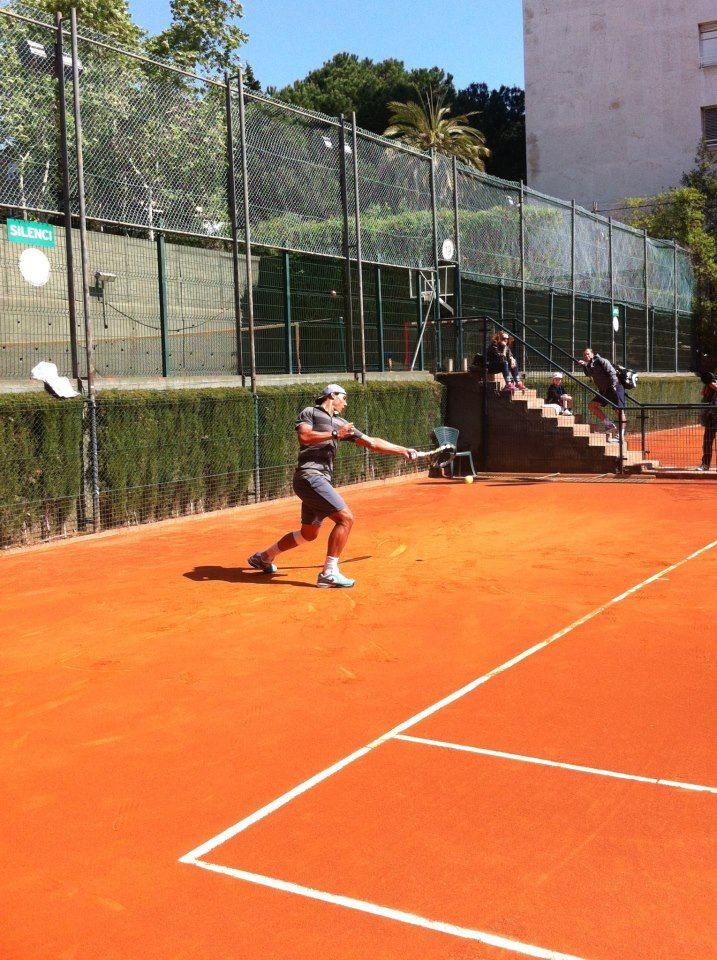 Rafa Nadal 23/4 Entrenando en el Real Club de Tenis Barcelona... Mañana empiezo!!  Practicing in the Real Club Tennis Barcelona. Tomorrow first match!!