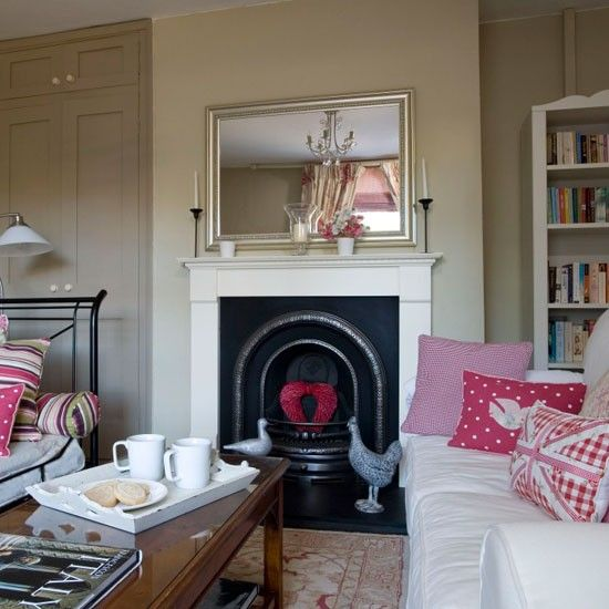 Scion Cushion Pinterest Traditional living rooms, Pink accents - wohnzimmer creme rot