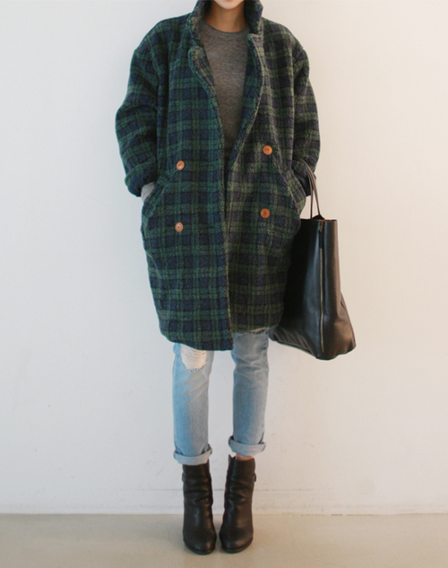 Large tartan coat and worn jeans. Take away ugly bag and shoes.
