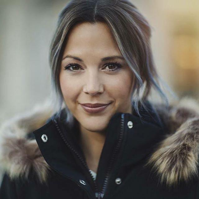 Comme chaque Lundi, découvrez les nouveaux looks 100% québécois !  LeCarnet.LeCMM.com  Project : @lydmtl Hair : @romainlemoellic  MUA : @sauvage.makeupartist  @studiocarolinetheoret  Photo : @mo_becotte  Stylist : @styledbyfarline  #CMM16 #RLMHairstylist #ModeMTL #Montreal #Hochelaga