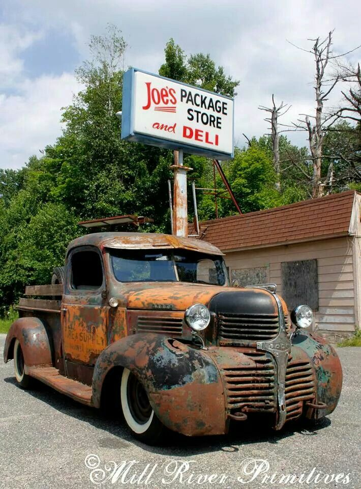 1942 Dodge Love It Just Takes A Little A Bit Of Touch Ups Voitures Et Motos Voitures Abandonnees Vieilles Voitures