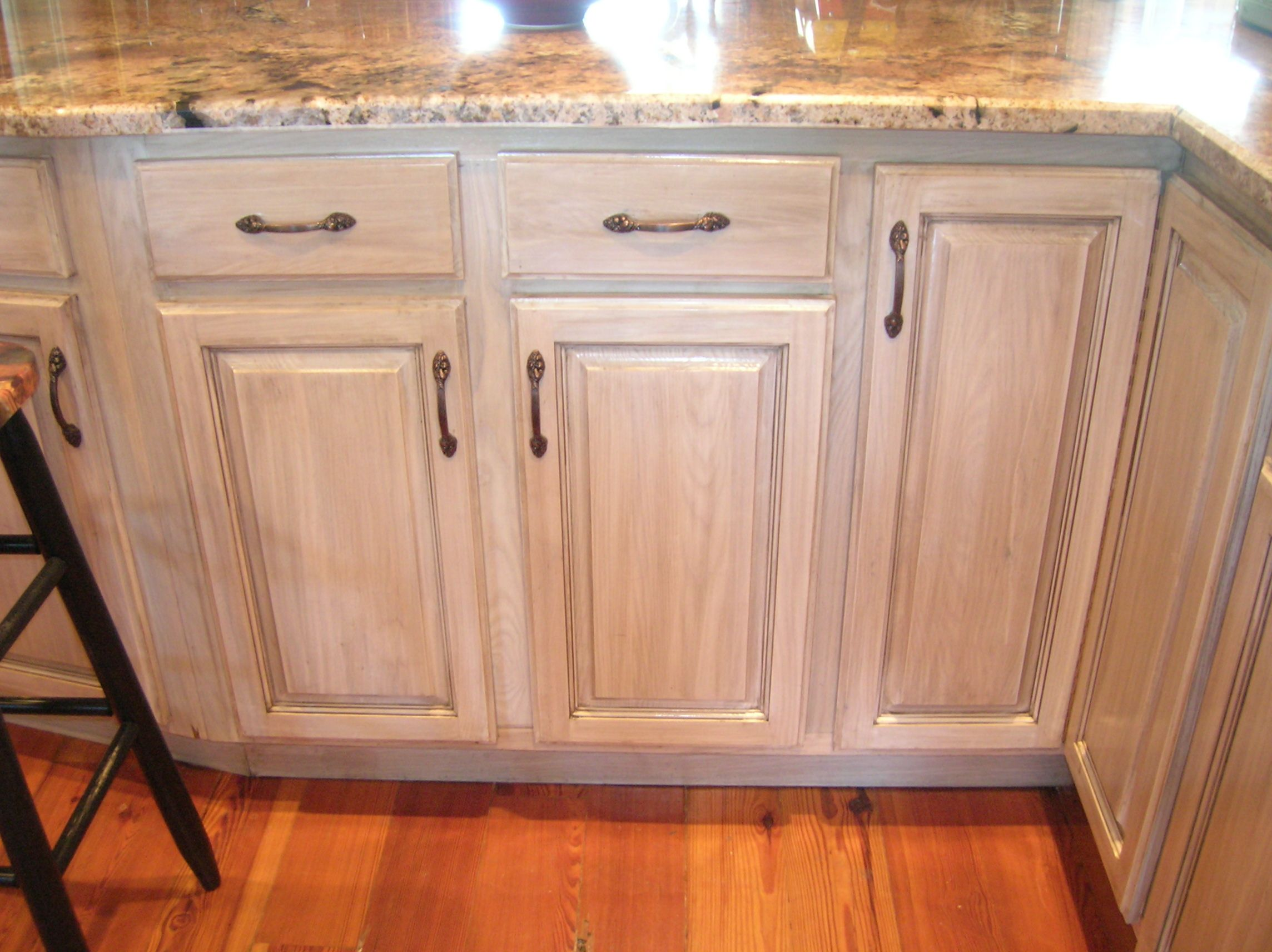 What Our Cabinets Might Look Like With Lightly Glazed Stain Pickled5 Jpg 2288 1712 Stained Kitchen Cabinets Oak Kitchen Cabinets Honey Oak Cabinets