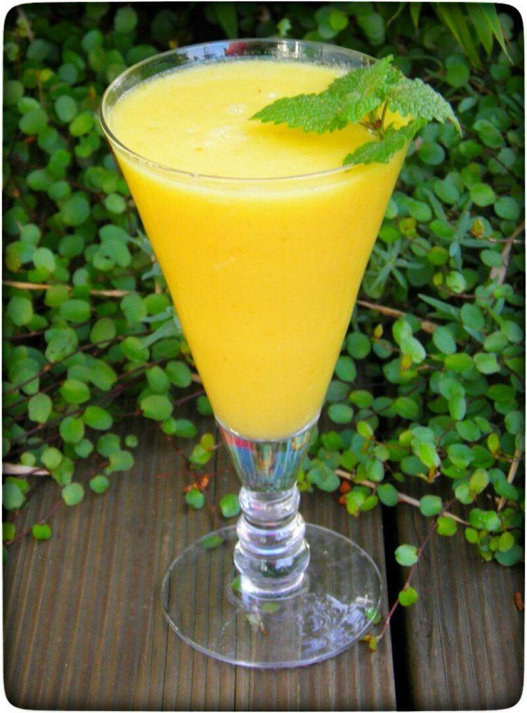 Mango – Ananas Dreamteam Smoothie mit Kokoswasser und Ingwer