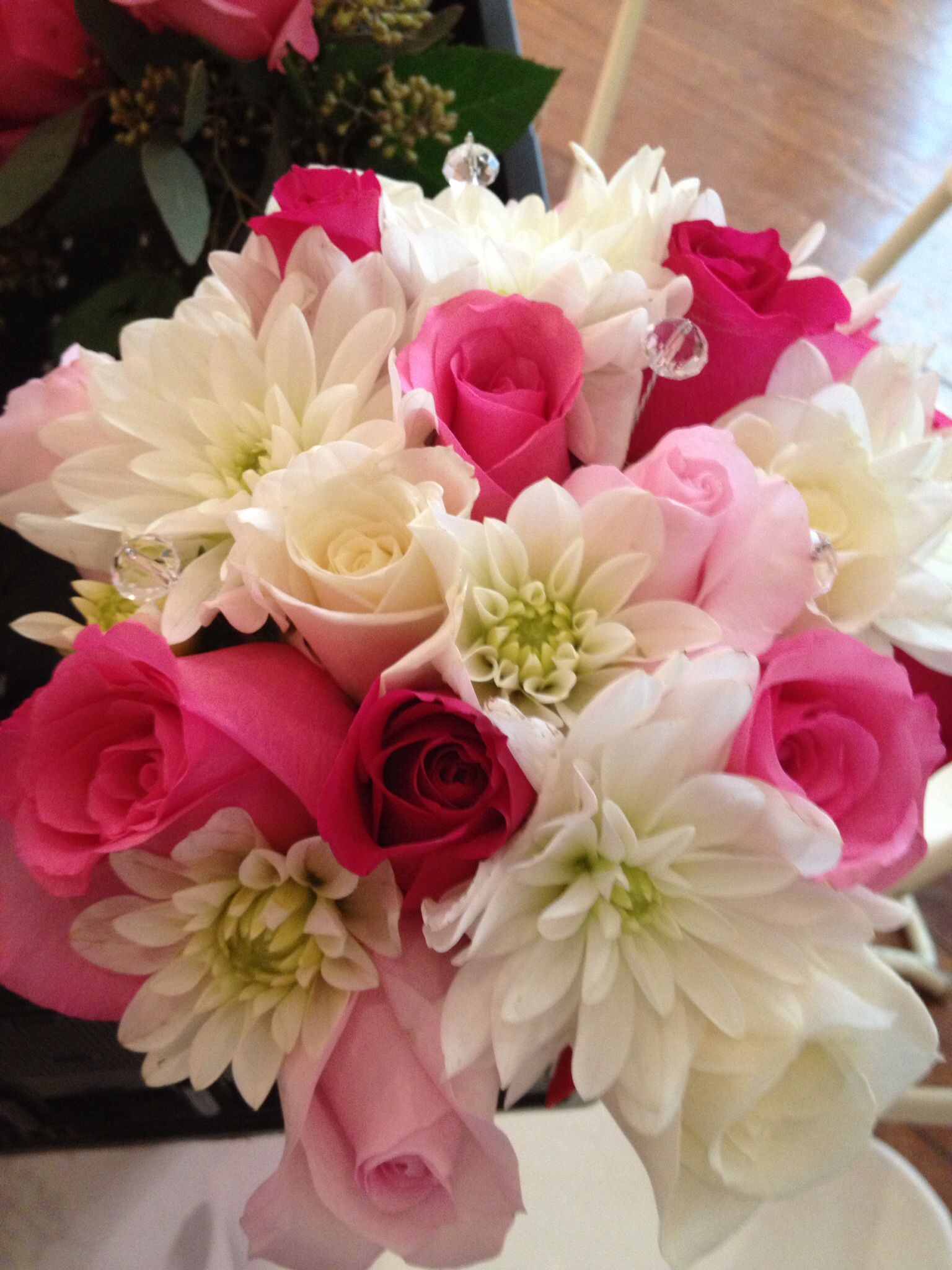 light orlando rises white dahlia hot pink roses escimo roses soulard florist wedding. Black Bedroom Furniture Sets. Home Design Ideas