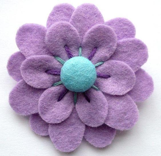 Flor fieltro con botón, varias capas.  Felt flower.