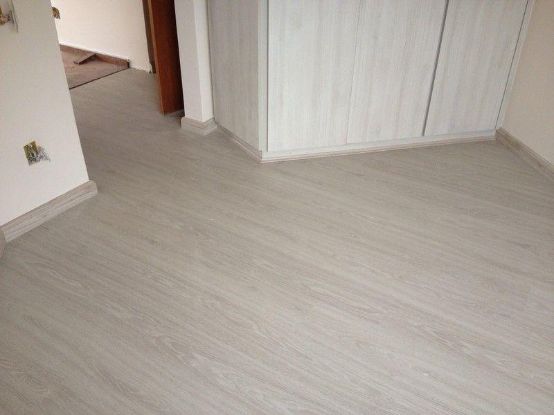 Madeireira pazini piso gris almada curso decoraci n for Decoracion piso laminado gris
