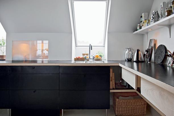 une cuisine noir et blanc et bois clair ? KitcheN Pinterest