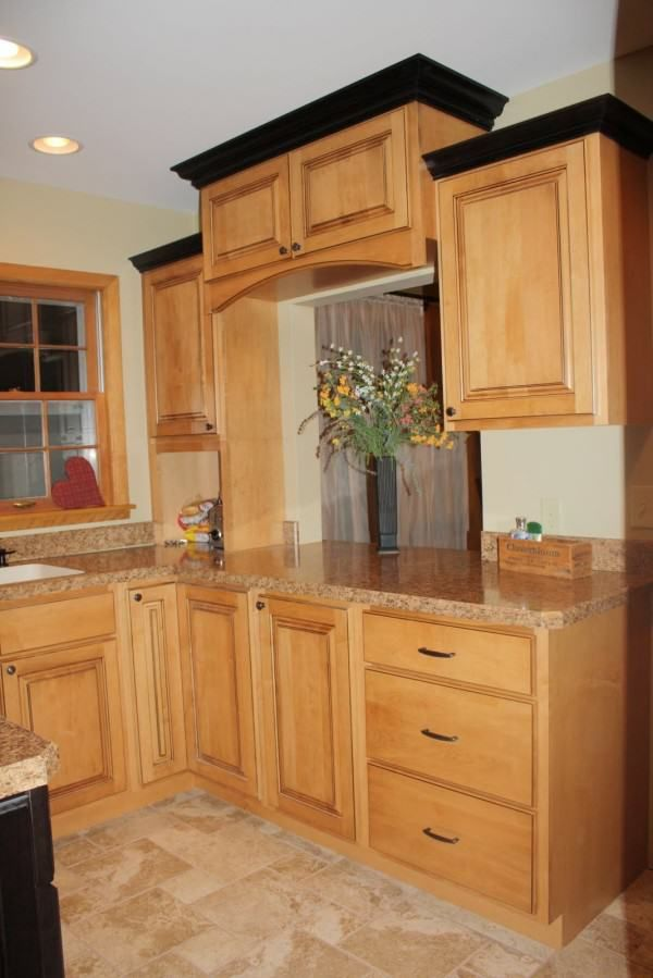 crown molding on top of kitchen cabinets