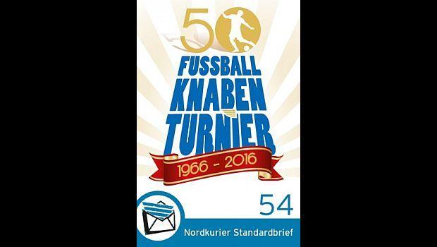 Anlässlich des 50-jährigen Jubiläums des Fußballknabenturniers hat der private Postdienstleister Nordkurier aus Neubrandenburg seine 58. Sonderbriefmarke aufgelegt. Bis zur Wende galt das Turnier als inoffizielle DDR-Meisterschaft im Fußball.Die Briefmarke ist einzeln oder zusammengefasst in nummerierten 10er-Bögen auf der Internetseite des…