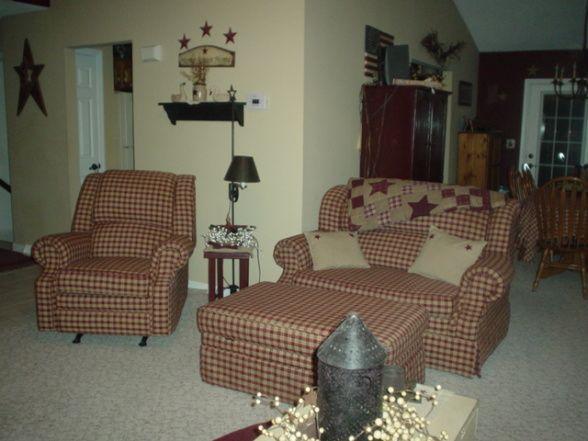 love the primitive furniture   primitive living room