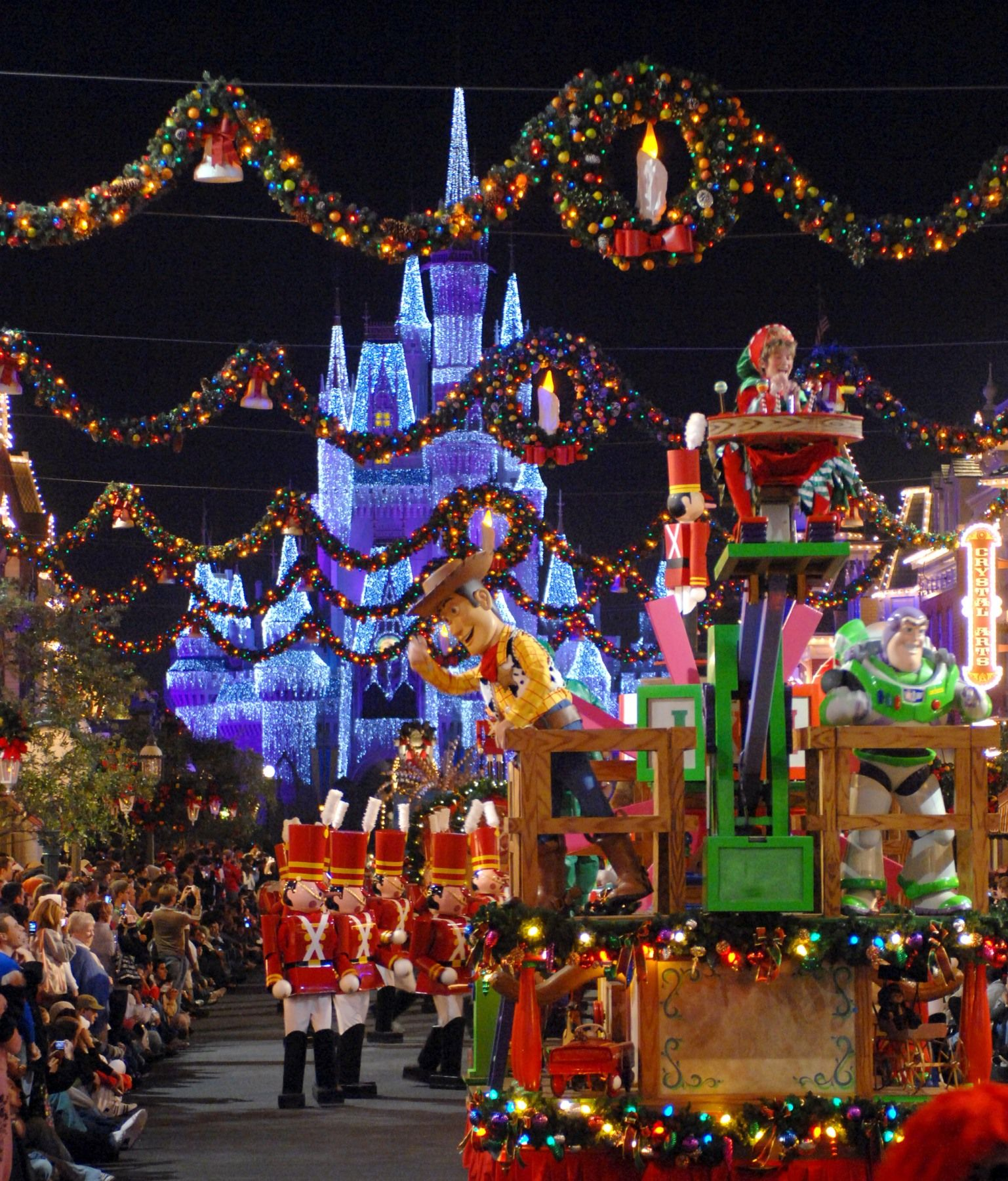 christmas parade down main st usa in magic kingdom facebookcompixietrips