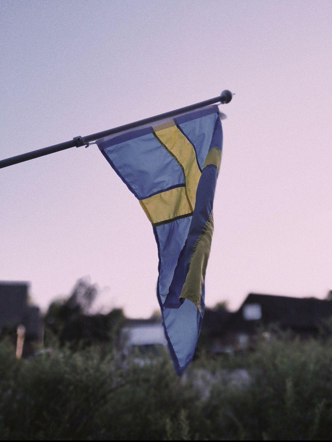 Swedish Flag Pink Sky Aesthetic Wallpaper Sky Aesthetic Trendy Wallpaper Swedish Wallpaper