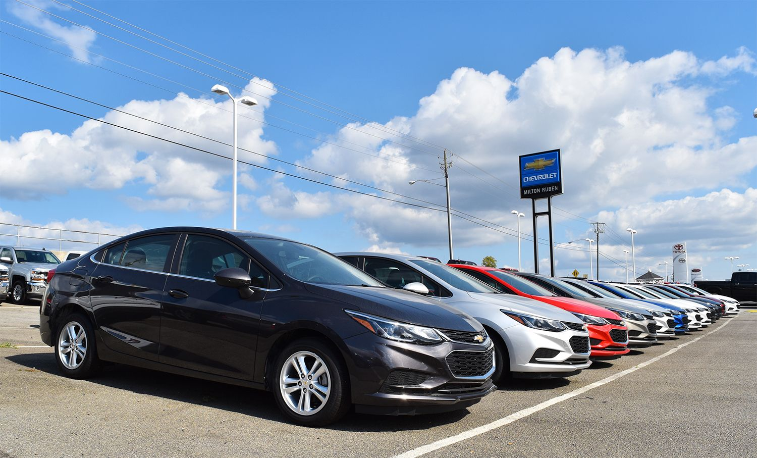 Every Side Is Its Good Side Introducing The 2017 Chevy Cruze On The Lot Now 2017 Chevy Cruze Chevy Cruze Cruze