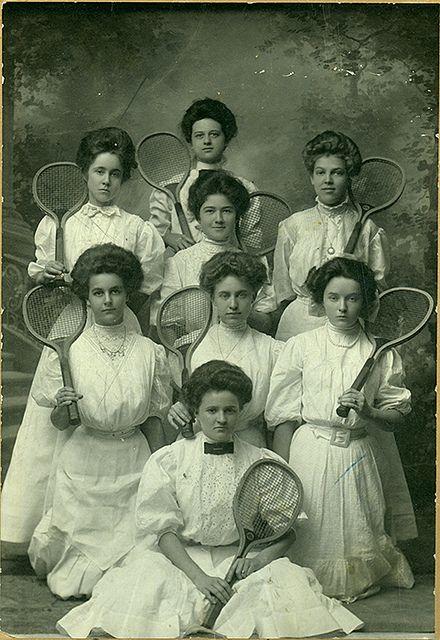 Tyttökoulut yleistyivät 1800-luvulla.