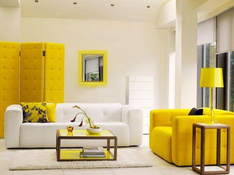 dcoration dun salon design le fauteuil en cuir jaune le paravent dans