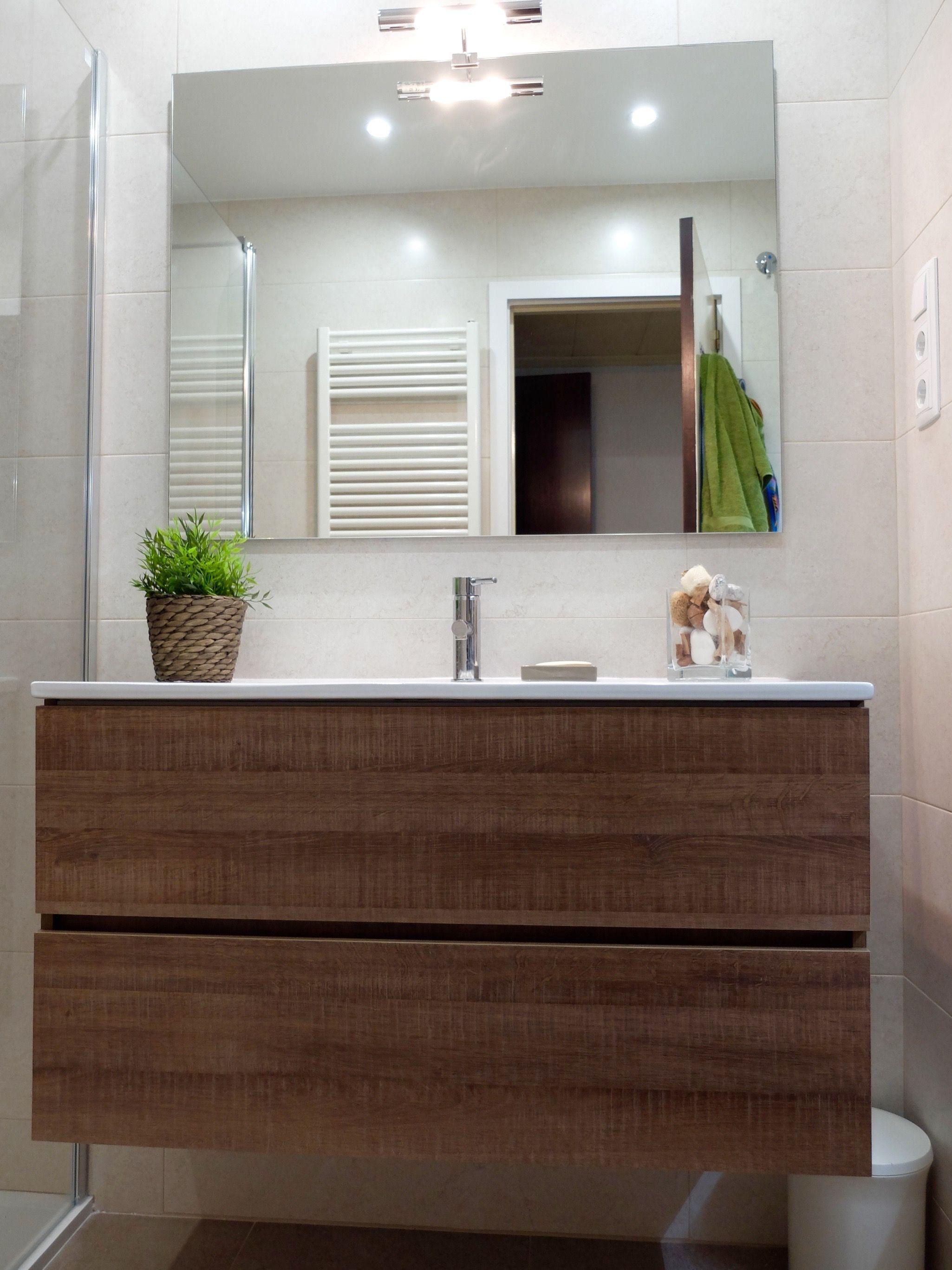 Mueble de lavabo con acabado madera reforma de ba o en - Accesible reformas ...