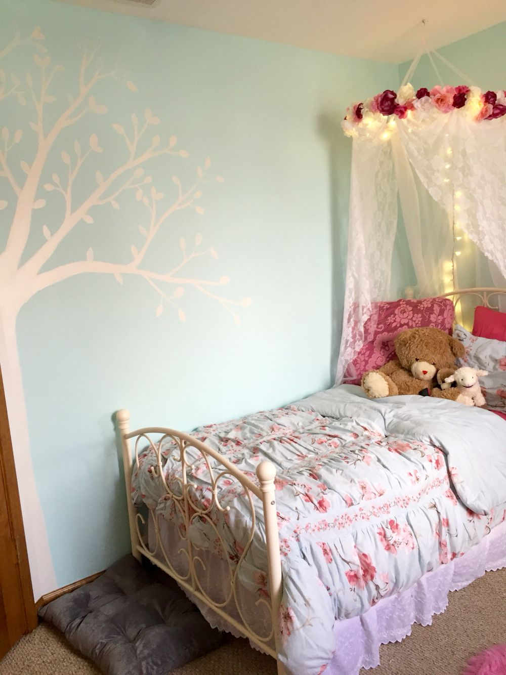 pink and blue girl 39 s room with canopy and tree mural tiny shabby chic bedroom diy hula hoop. Black Bedroom Furniture Sets. Home Design Ideas