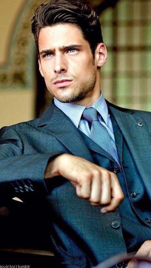 #MensFashion #ColoredSuit #Suit #Tie #Man
