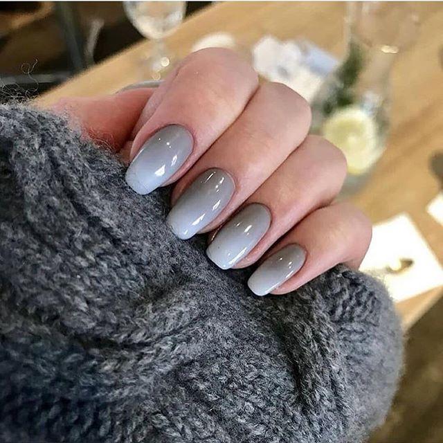 Ombré blue grey nails