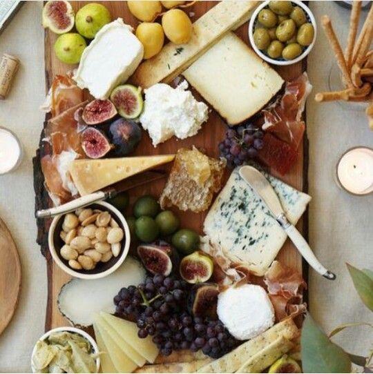 Tabla de queso y frutas