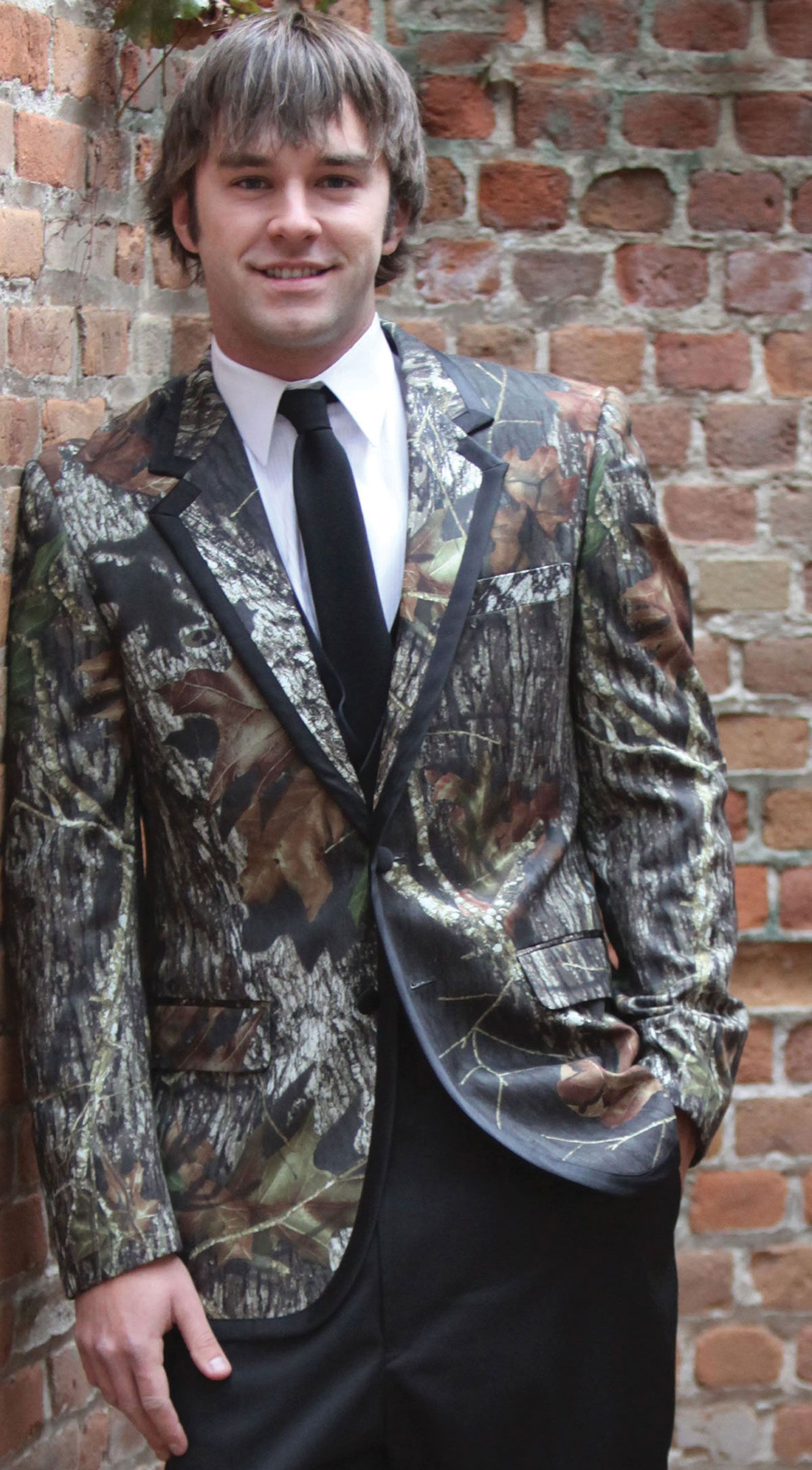 CAMO TUX. I am sure travis would love to wear this....but i don\'t ...
