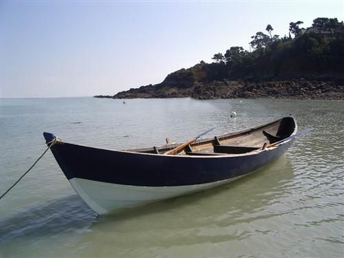 """""""An Alarc'h"""" has sailed six times on the river Rance, around  Saint-Malo, or at Cancale. So Cancale's friends came to Sainte-Marine with their own Ness Yoal """"La Cormorandière"""" to discover the rivers and islands around Ste. Marine and sail in company."""