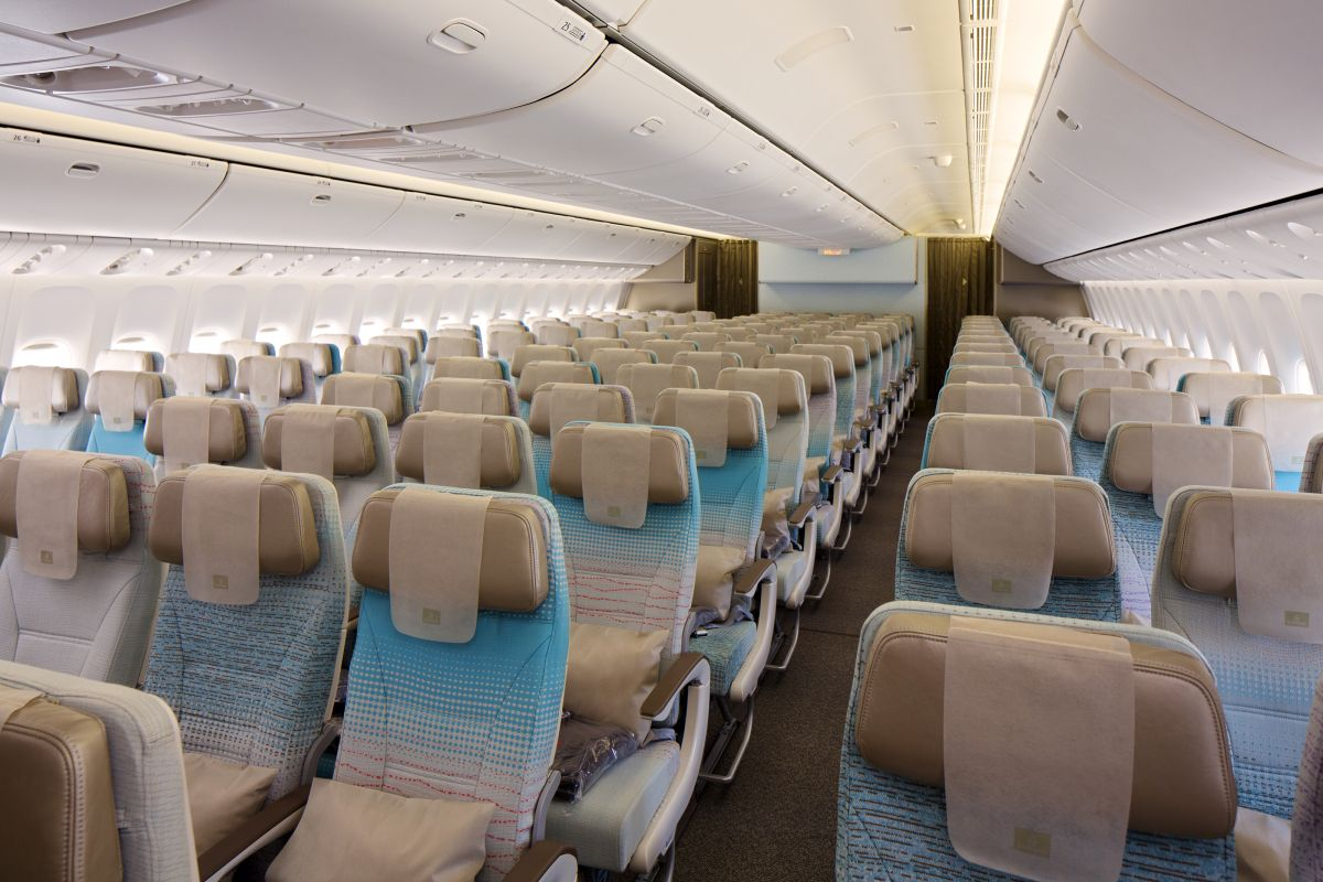 Emirates economyclasscabinonboeing777300er.jpg (1200