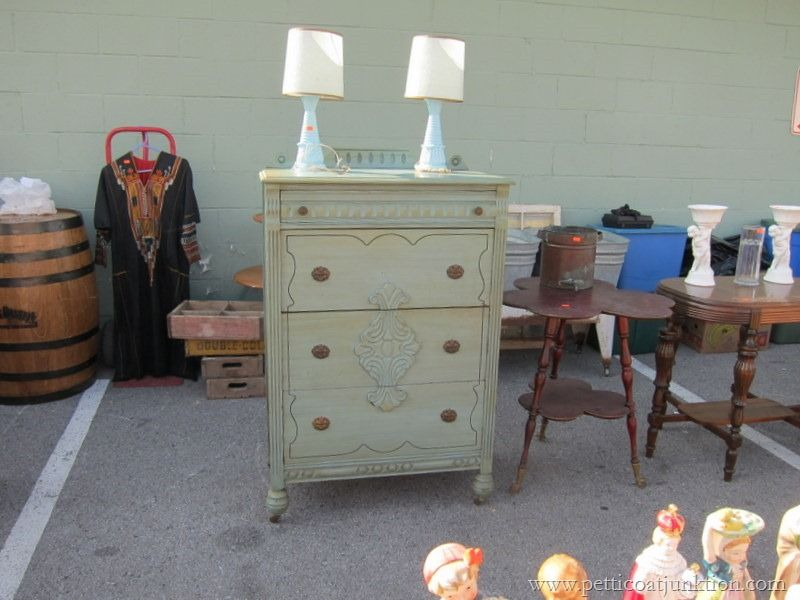 Nashville Flea Market junkin' trips with Petticoat Junktion. Taking photos of my favorite things.