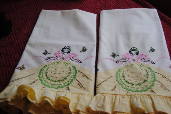Vintage Pillow Cases/Pair of Pillow Cases/Vintage Bed Linens/White with Yellow R
