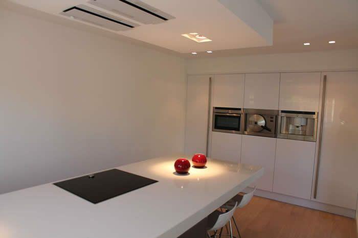 Plafond Afzuigkap Keuken : Ook bij deze italiaanse design keuken is gekozen voor een