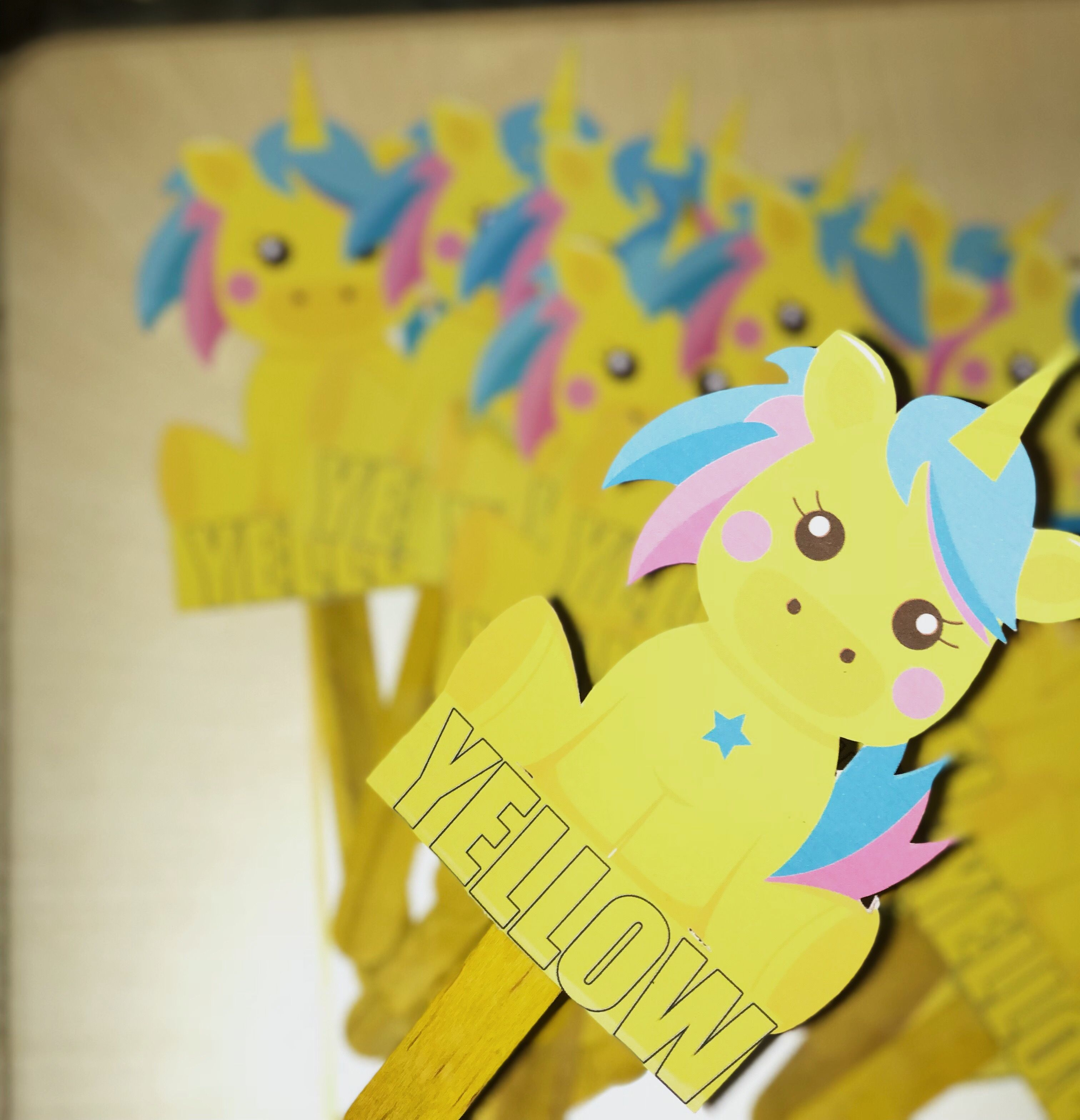 Give Away Favor For School For Yellow Day Make It With Cricut Crafts Cricut How To Make