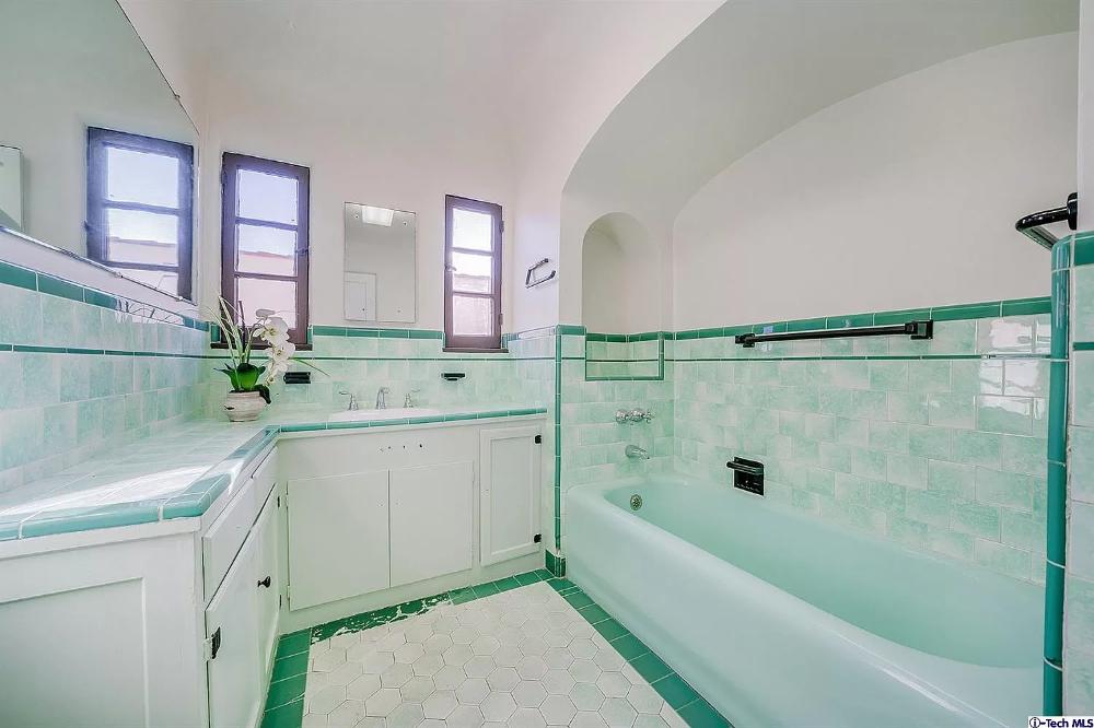 1142 S Crescent Heights Blvd Los Angeles Ca 90035 Mls 320000576 In 2020 Retro Bathrooms Art Deco Bathroom Art Deco