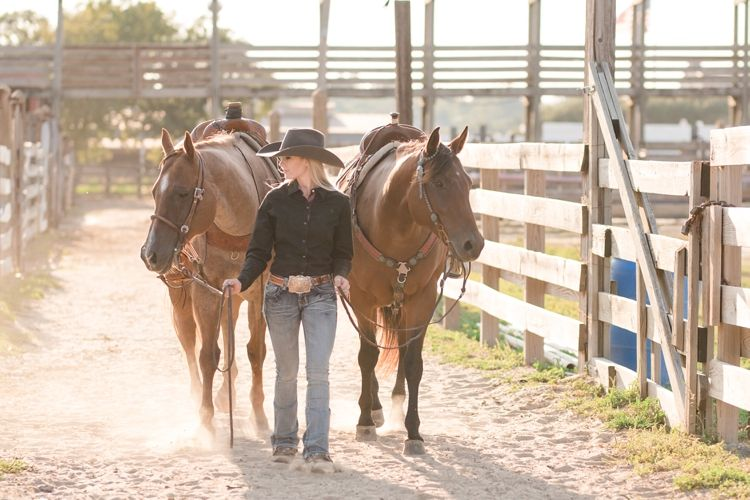 Monica Therrien Horse Senior Pictures Horse Photography Poses Pictures With Horses