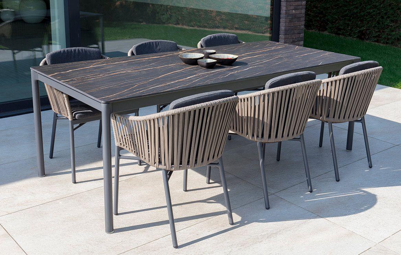 Mit SURI holen Sie sich einen eleganten Esstisch in Ihren Outdoor