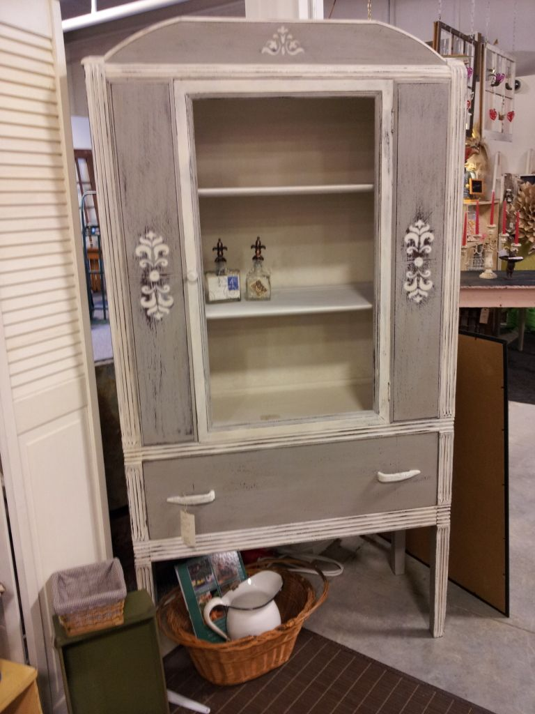 A Booth At Encore Res In Pelham Al Redoing Furniture Annie Sloan Chalk