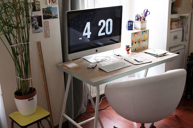 Une planche et deux tr teaux home bureau diy bureau et bureau ikea - Ikea planche bureau ...