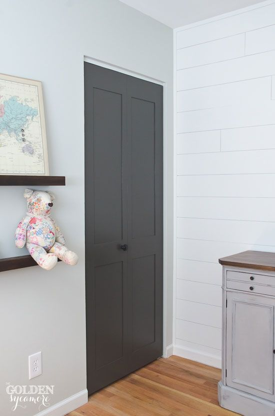 Updated paneled closet doors. How to add personality to your boring flat doors! Simple & Updated paneled closet doors. How to add personality to your boring ...