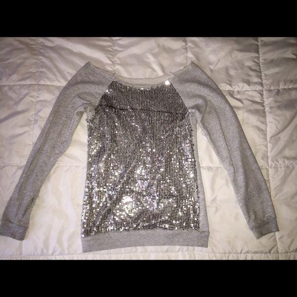 Sequin grey long sleeve cut off Cute sequin grey long sleeve, size Medium Tops Tees - Long Sleeve