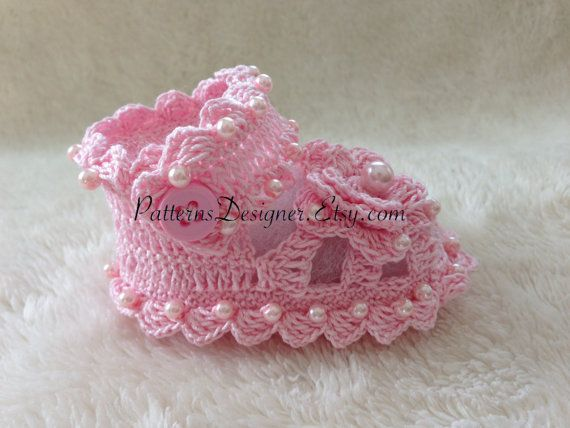 0-12 months Baby Booties with Beads di SuziesTalentPatterns