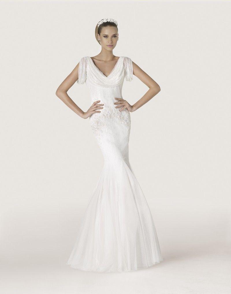 Vestido de novia Pronovias modelo Antigona disponible en la tienda ...